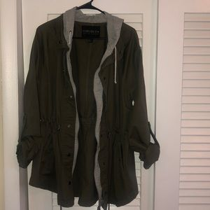 Green army utility jacket: FOREVER 21